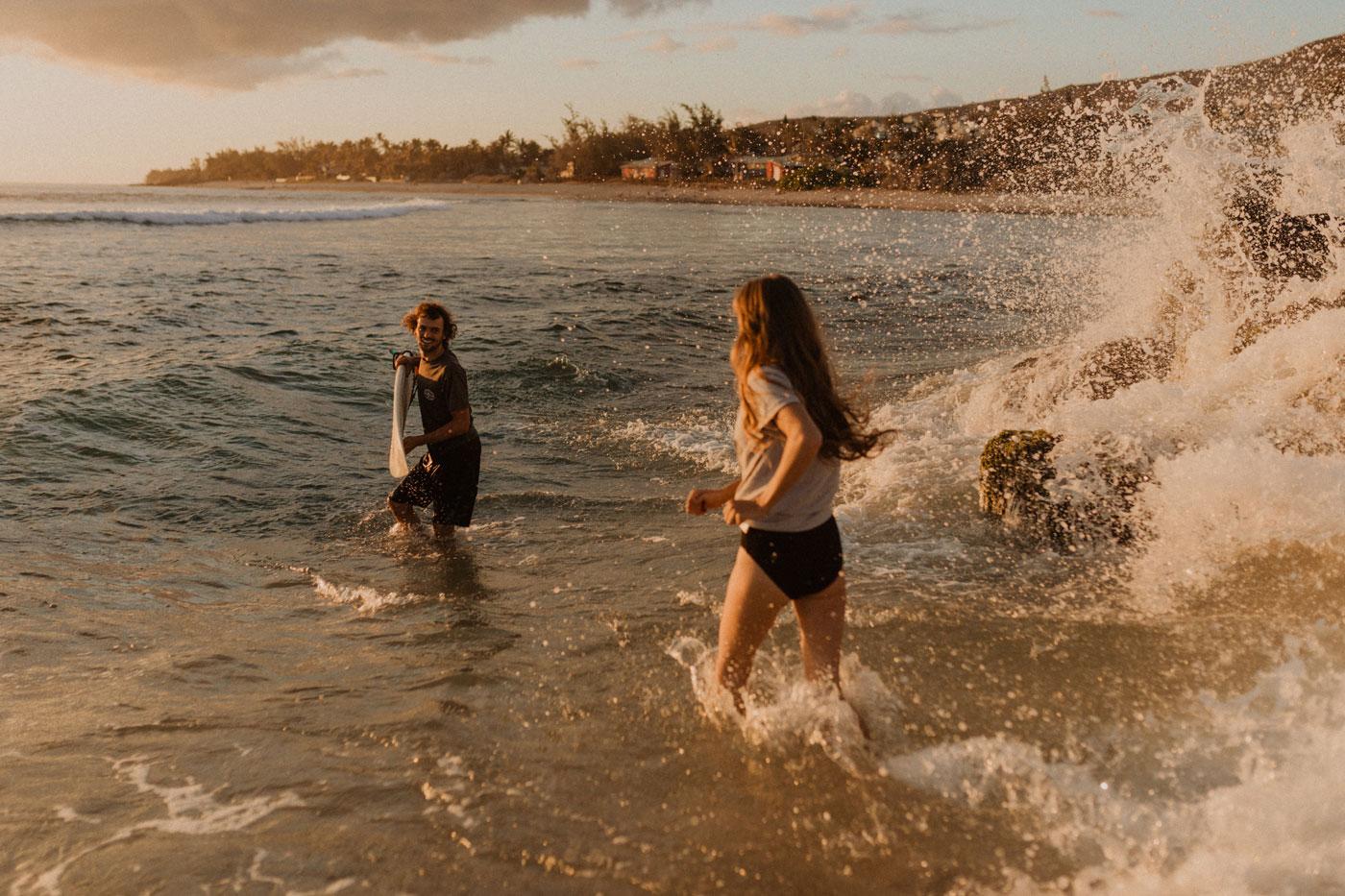 Photos de couple fun à la plage, Réunion